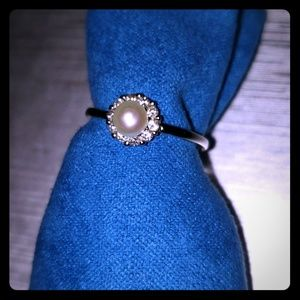 Jewelry - NWOT 💍Pearl and Cubic Zirconia .925 Ring